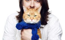 享年14歳、映画「ボブという名の猫」で世界を魅了した人気ネコ「ボブ」が死去…続編は公開予定