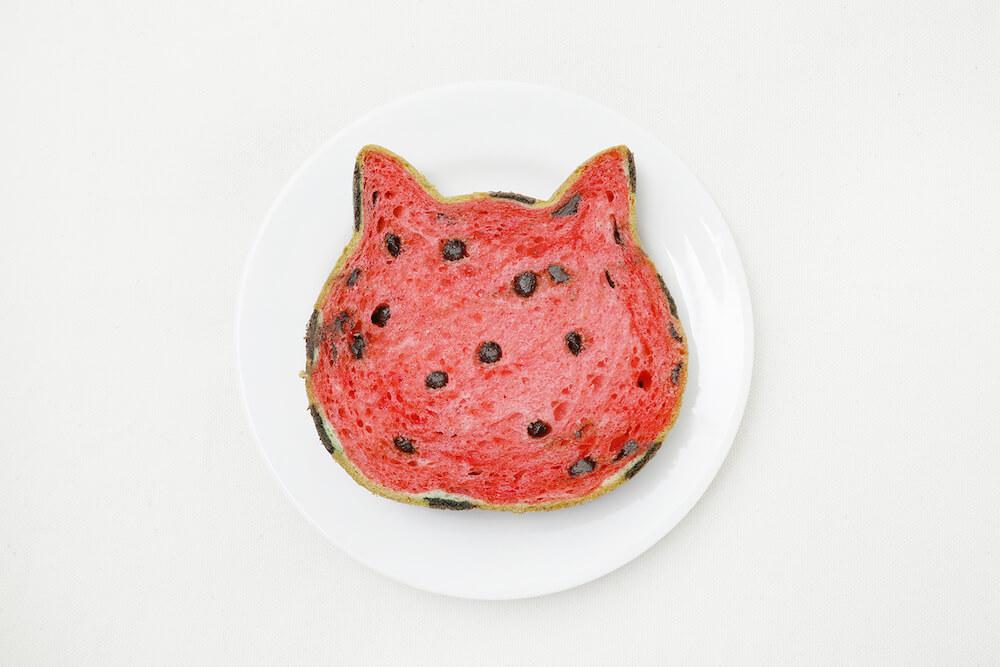 スイカ型の食パン「ねこねこ食パン スイカ」をスライスしたイメージ