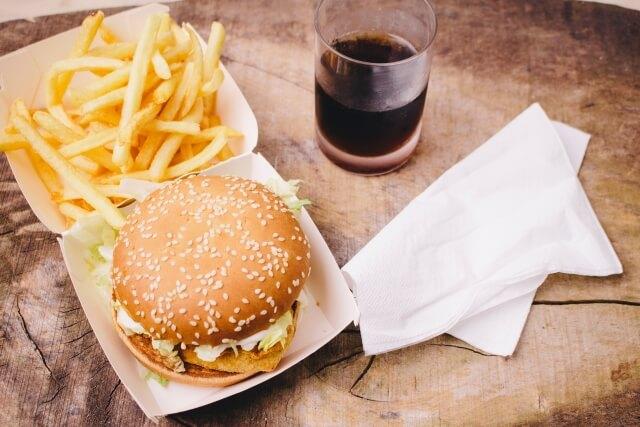 ハンバーガーとポテトのセット商品イメージ