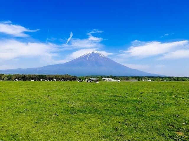 富士山麓に広がる朝霧高原のイメージ写真