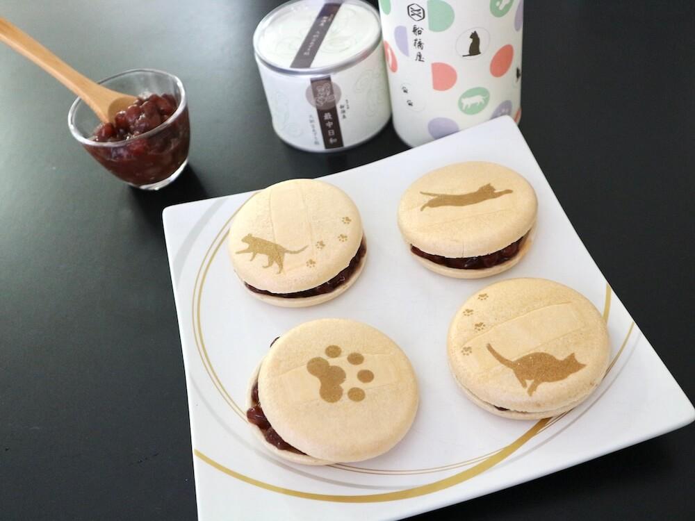 船橋屋が発売する猫モチーフの和菓子「最中日和(ねこ)」