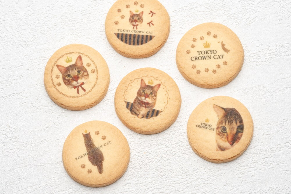 TORA'S cookies(トラズクッキー)にプリントされている猫の写真 by TOKYO CROWN CAT