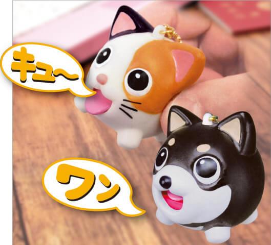 鳴き声とともに舌が出てくるスクイーズ玩具「たまペロ」使用イメージ