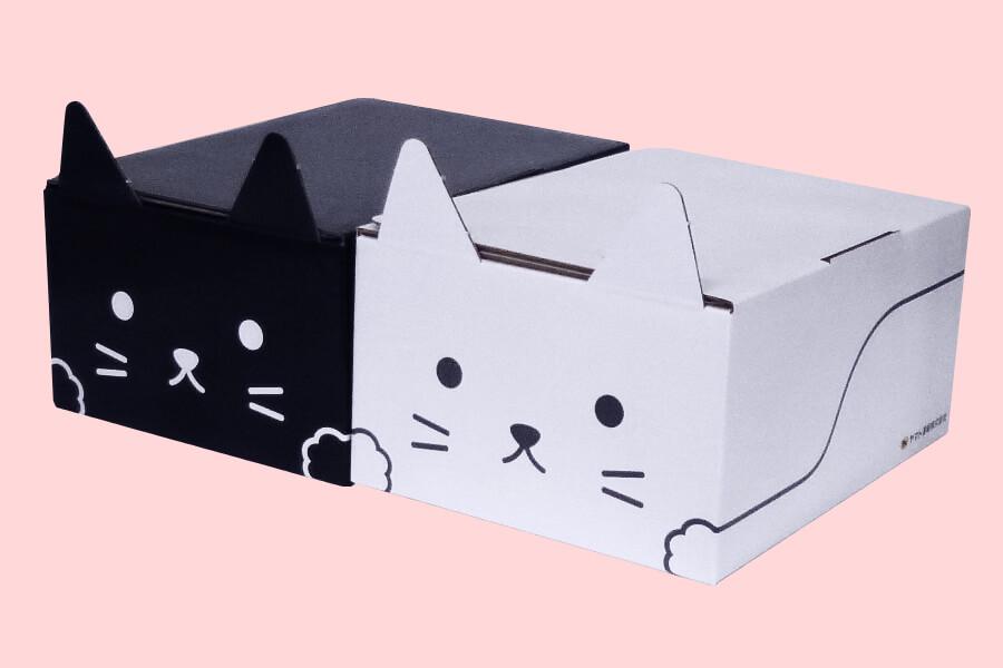 ヤマトの猫型梱包資材ダンボール「ネコ耳BOX」黒ネコ+白ネコ(前面イメージ)