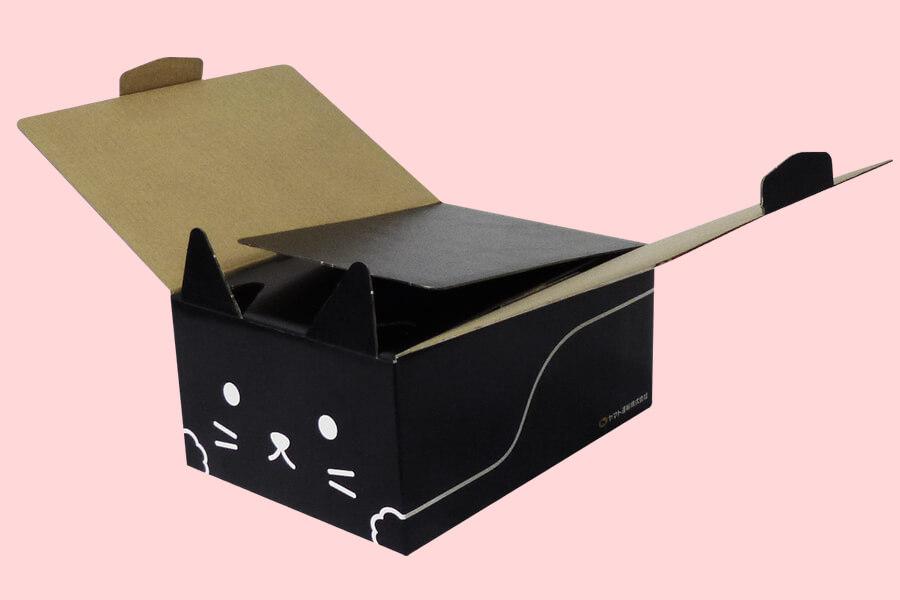 猫型の梱包資材ダンボール「ネコ耳BOX(黒ネコ)」の組み立てイメージ