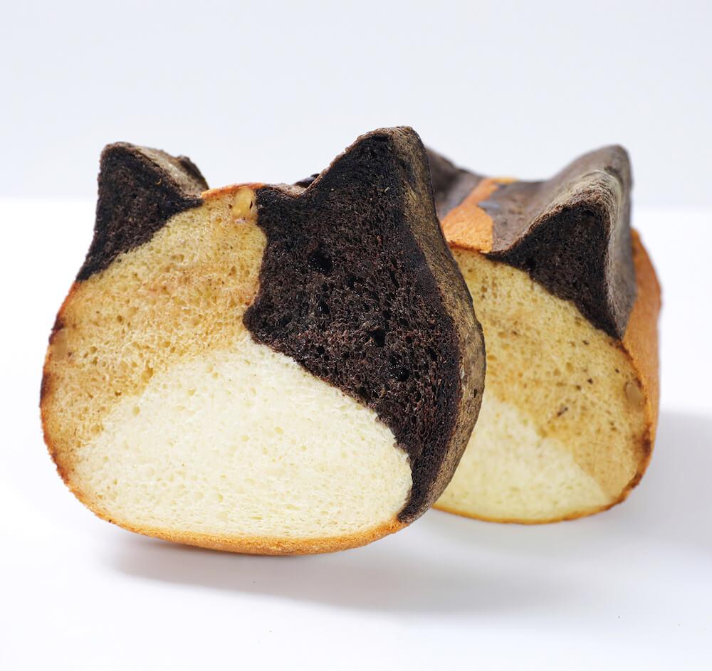 ネコ型食パン「ねこねこ食パン 三毛猫」をカットしたイメージ