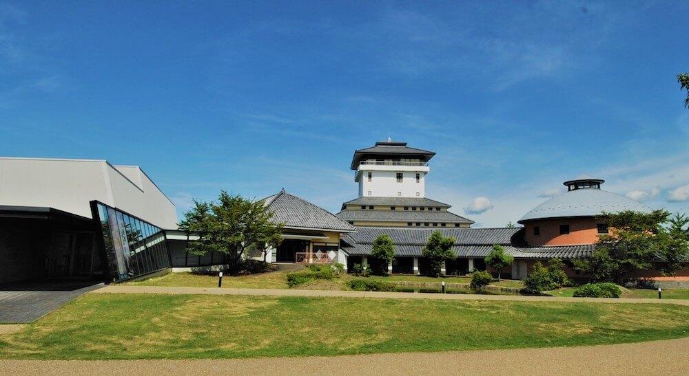 書の文化にふれる博物館「観峰館」の外観イメージ