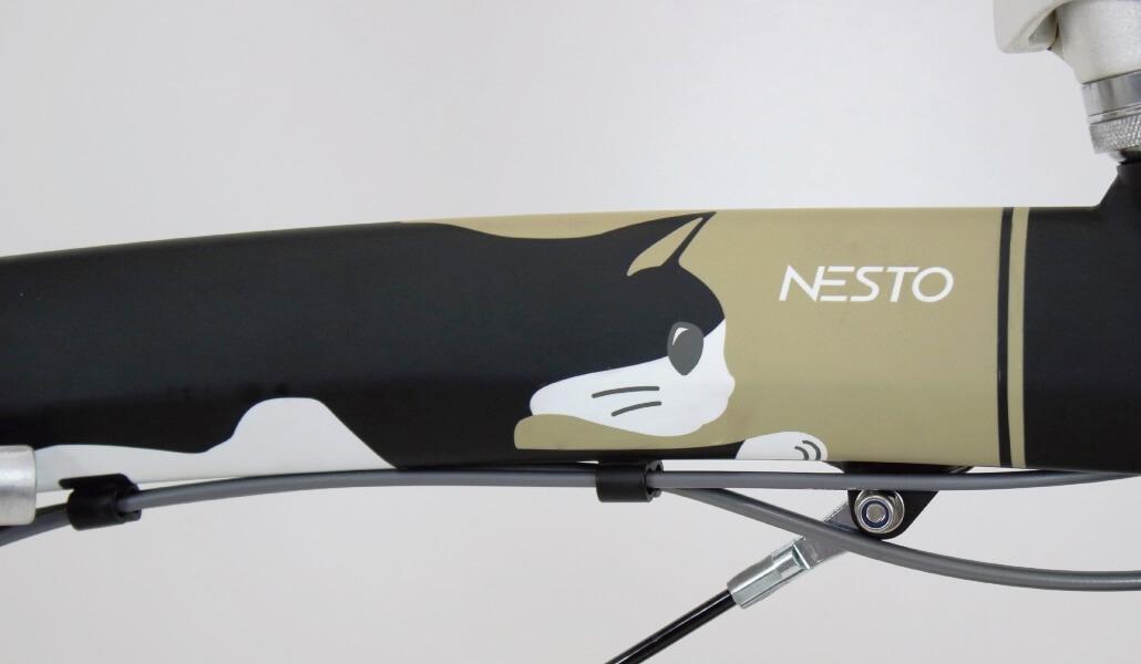 猫をコンセプトにした折り畳み自転車「kocka (コチカ)」クロ猫デザインのフレーム部分