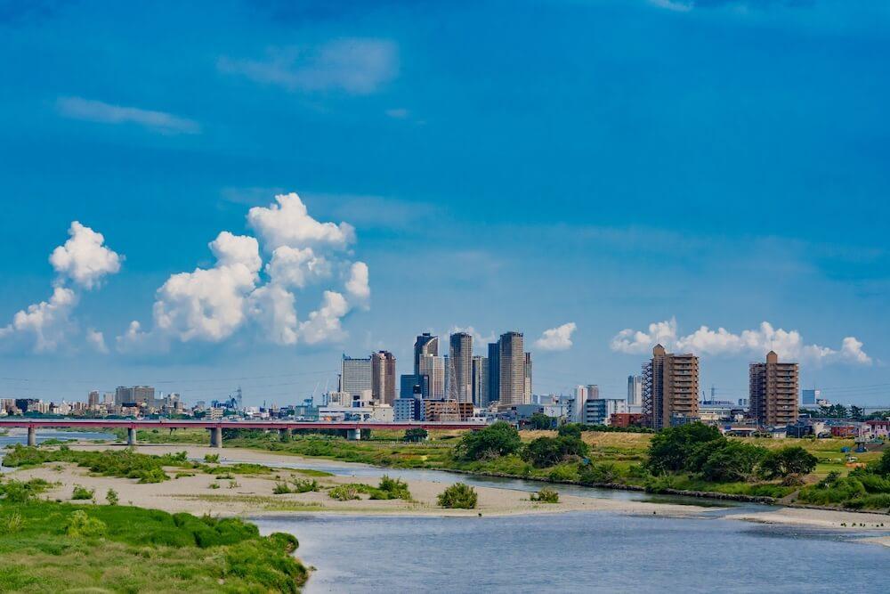 多摩川の河川敷のイメージ写真