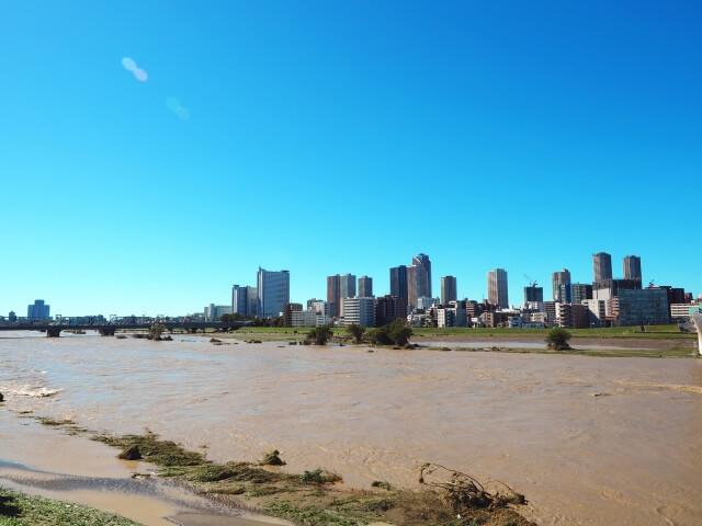 2019年の台風19号で氾濫した多摩川