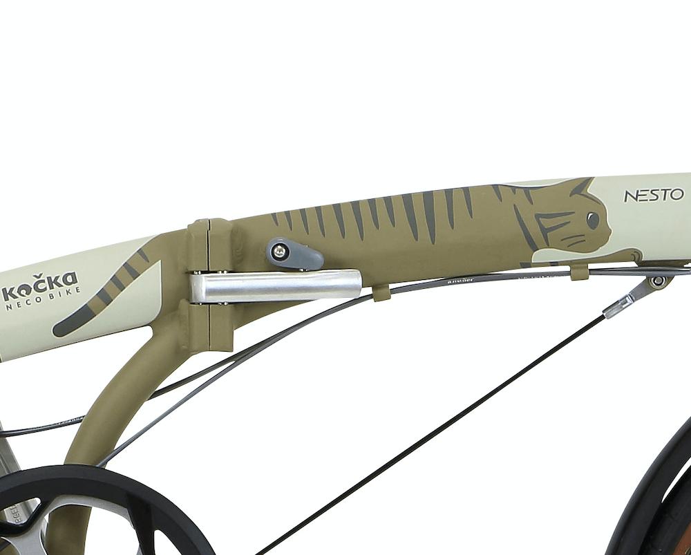 フレームを猫に見立てたデザインの折り畳み自転車「kocka (コチカ)」