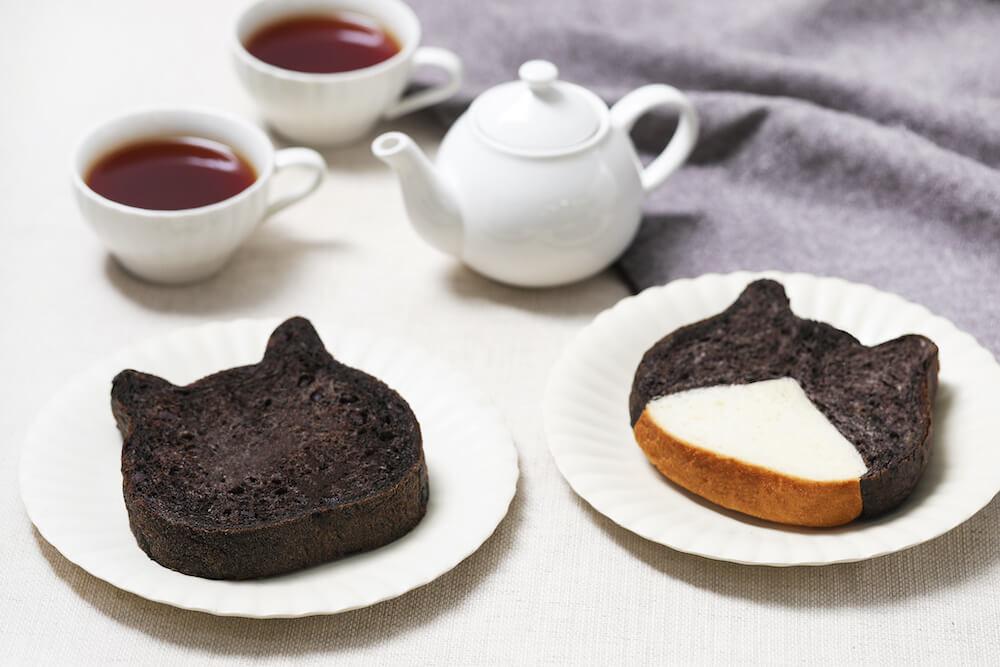 藤あや子さんの愛猫2匹をモデルにした食パンの盛り付けイメージ by ねこねこ食パン
