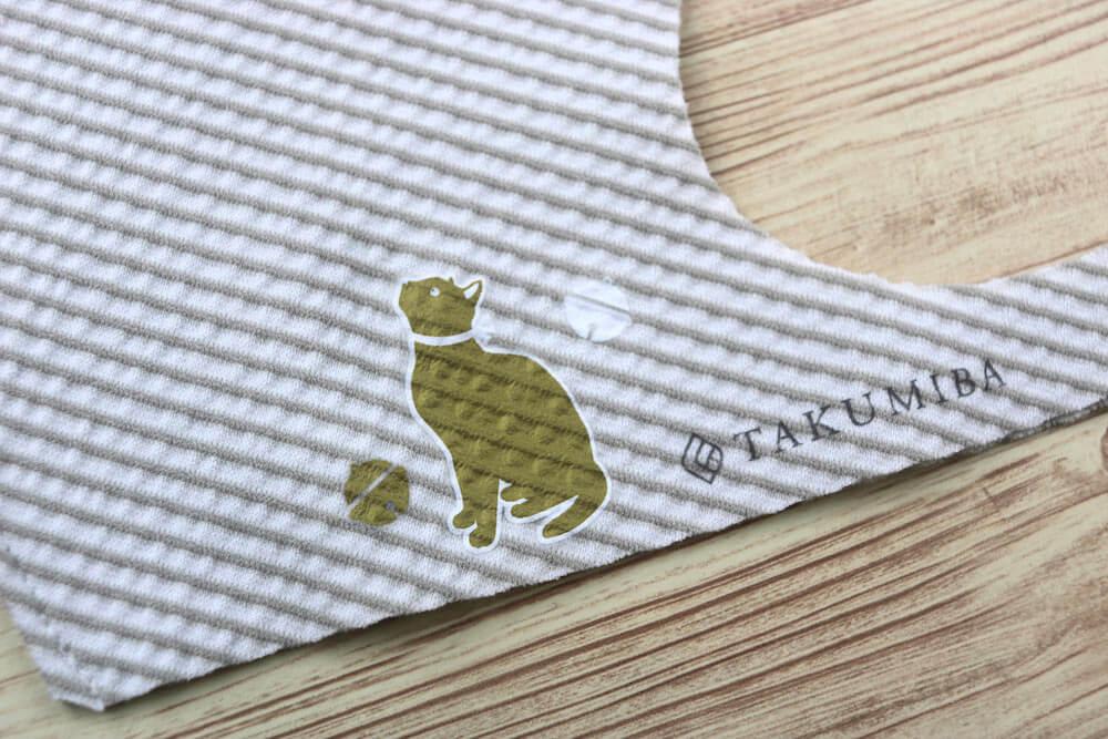 猫デザインの布用転写シールをマスクに貼り付けた完成イメージ by irodo(イロド)