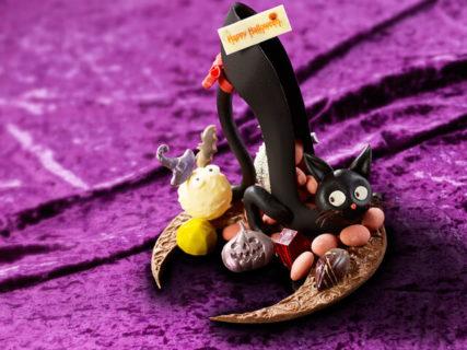 魔女の魔法で黒猫がハイヒールに変身…!ハロウィン気分を盛り上げる可愛いギフトチョコが登場