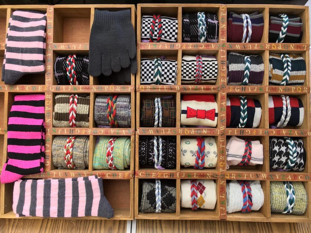 色んな柄の靴下の収納イメージ写真