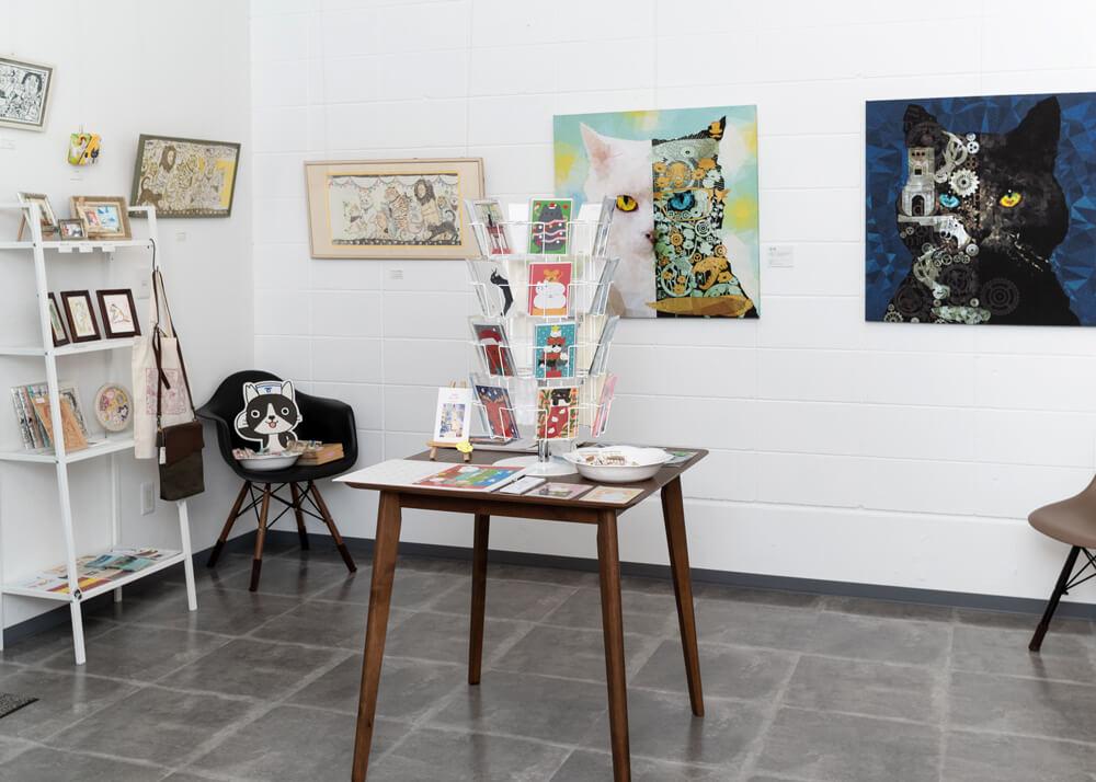 GALLERY FACTOR(ギャラリーファクター)の展覧会の展示風景、雑貨販売風景