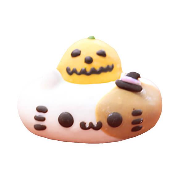 かぼちゃミケをイメージしたドーナツ(ホワイト&かぼちゃチョコ味) by イクミママのどうぶつドーナツ!