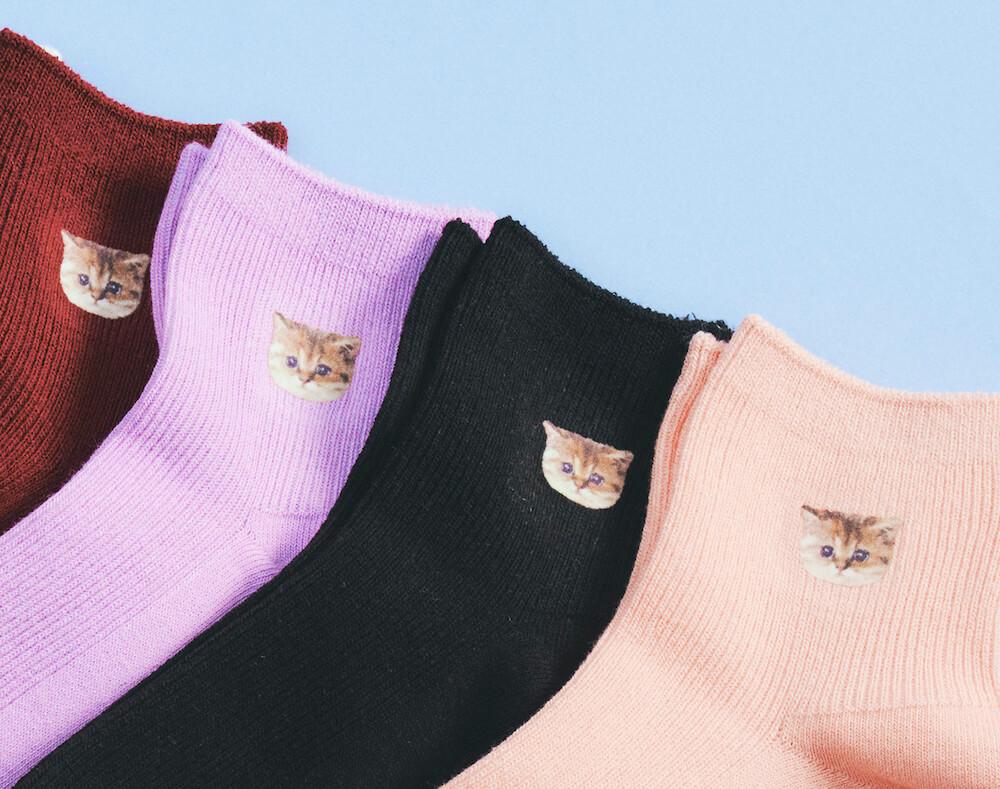 猫のヌネット靴下4色(ボルドー、ライラック、ブラック、ピンク) by PAUL & JOE(ポールアンドジョー)