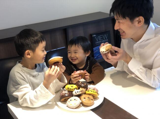 イクミママのどうぶつドーナツを家族みんなで食べているイメージ