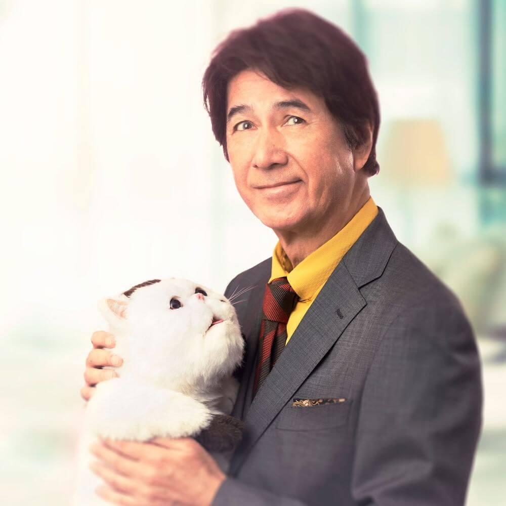 連続テレビドラマ「おじさまと猫」の主演・草刈正雄と、猫のふくまる