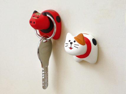 福島生まれの郷土玩具「赤べこ」が猫に…!?ヴィレヴァンから可愛い猫グッズが続々登場