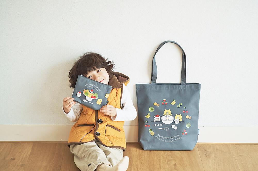 ノラネコぐんだんグッズ「プリンおいしそうポーチ」と「プリンかんたんだねトート」の製品イメージ