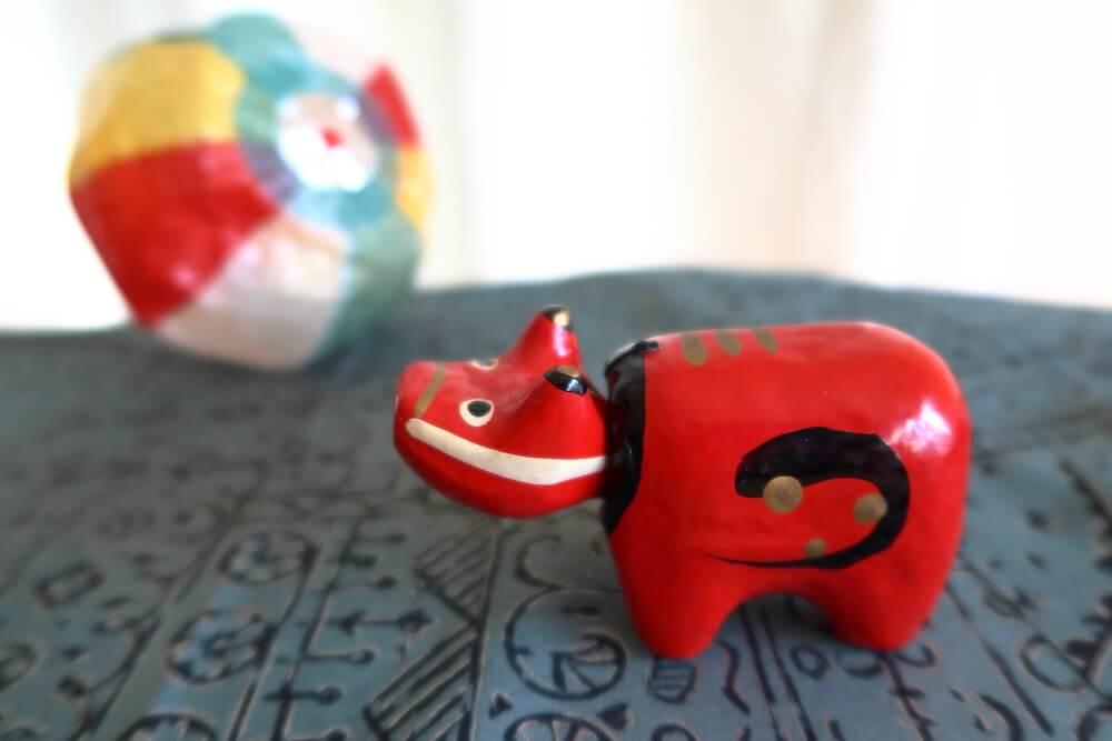 福島県会津地方の郷土玩具「赤べこ」