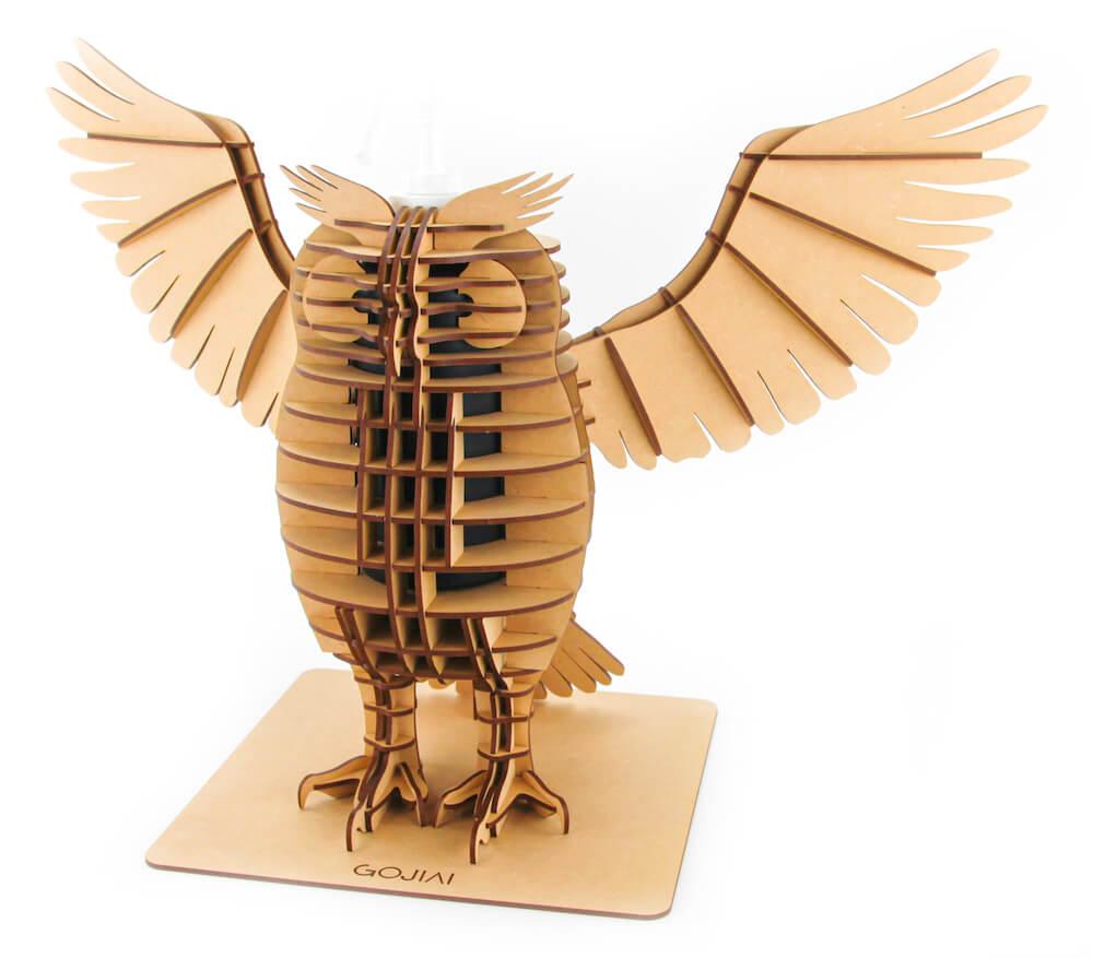 フクロウ型の消毒スプレーボトルホルダー、羽を広げたデザイン