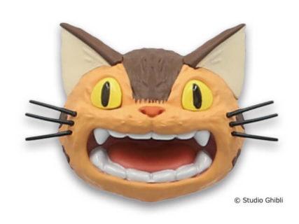 どの表情が出るかはお楽しみニャ!飾るだけでかわいい「ネコバス」のマグネット6種類が登場