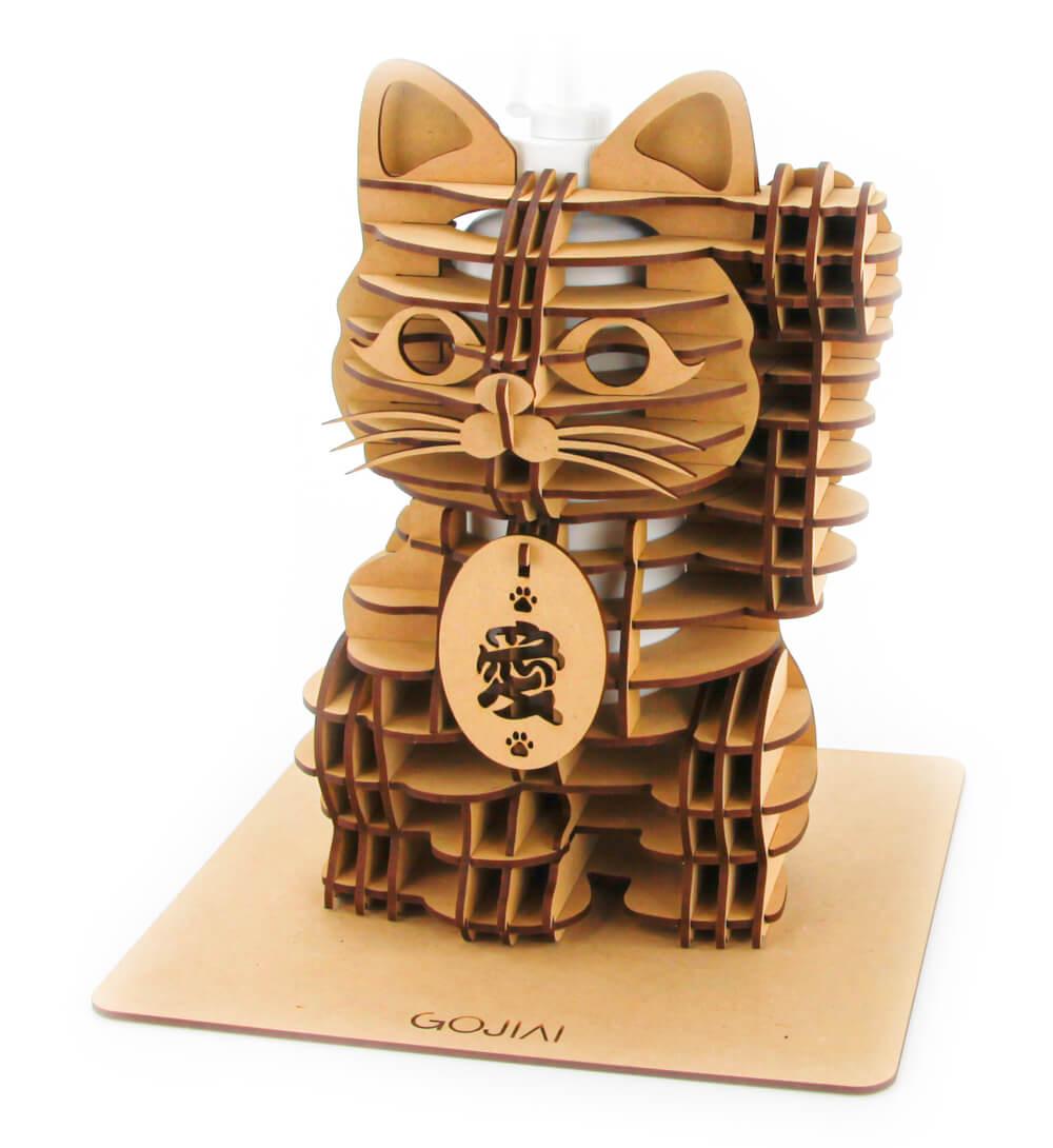 招き猫型の消毒スプレーボトルホルダー製品イメージ