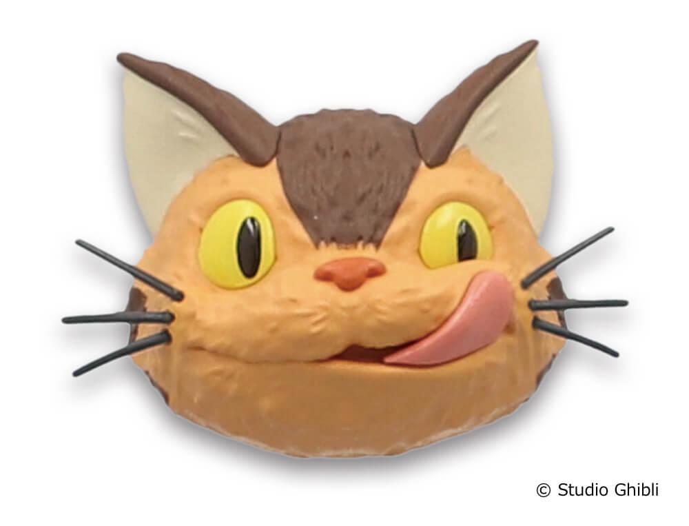 「ネコバスのフェイスマグネット」舌をぺろりと出したデザイン