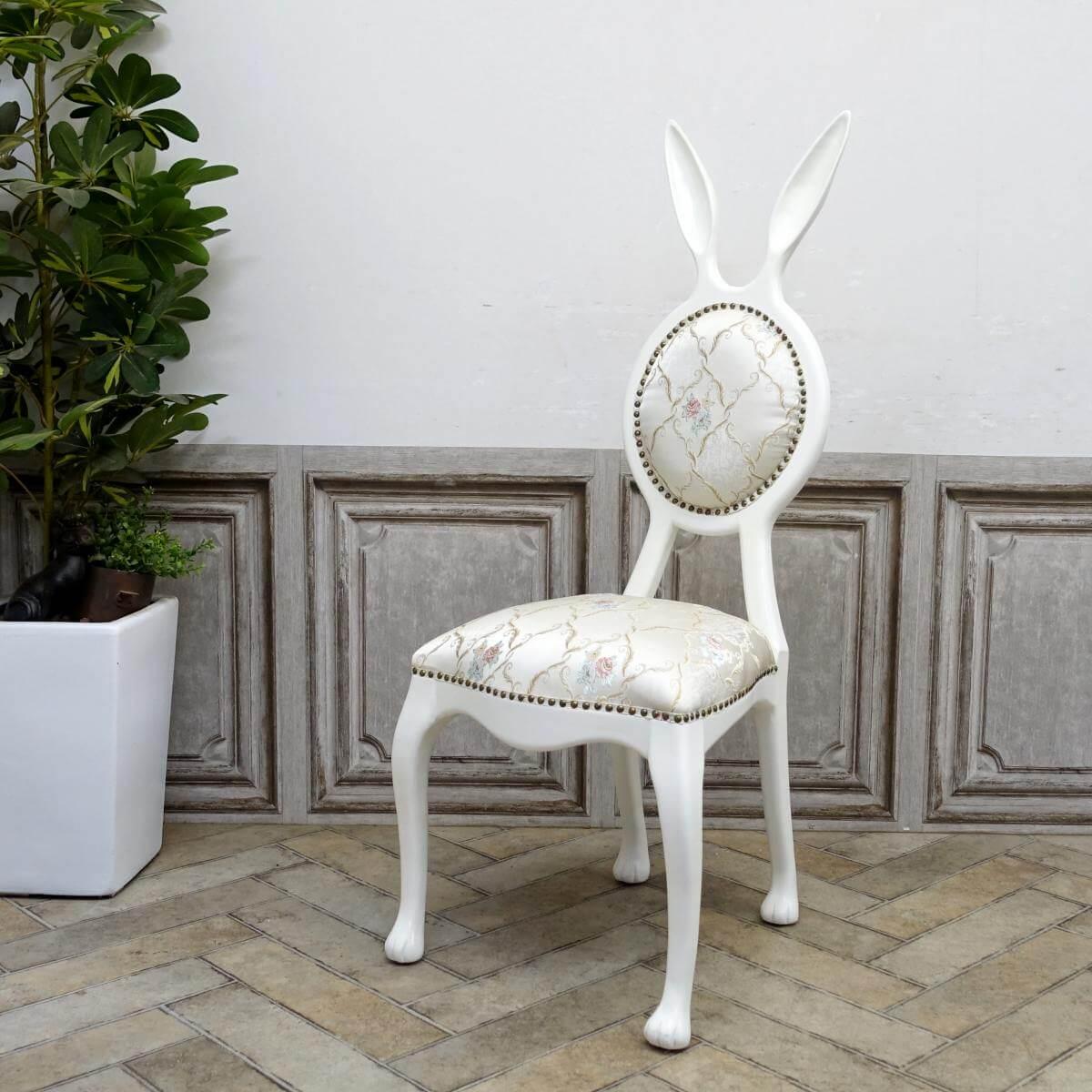 ウサギの形をしたアンティーク調の椅子「ラビットチェア(Rabbit Chair)」