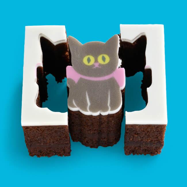 猫をモチーフにした型抜きバウムクーヘン「ショコラねこ(ガトーショコラ)」型抜きした後のイメージ