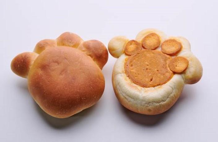 猫の肉球をイメージしたパンに肉まんの具を包んだ食べ物 by ベーカリーショップ「ポール・ボキューズ ベーカリー」