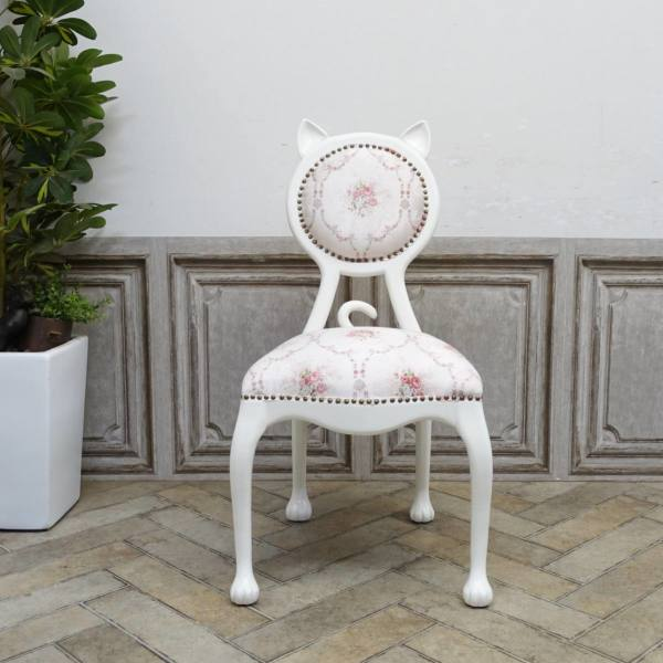 猫の形をしたアンティーク調の椅子「キャットチェア(Cat Chair)」