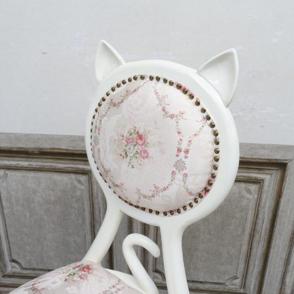 猫のしっぽも付いているアンティーク調の椅子「キャットチェア(Cat Chair)」