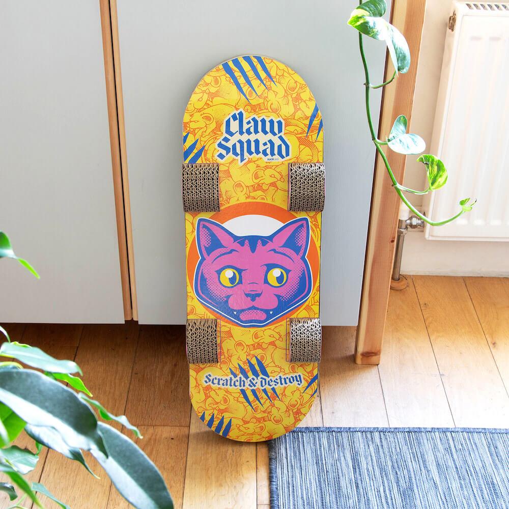 スケボー型の爪とぎ「Cat Scratch Skateboard」の裏面デザイン
