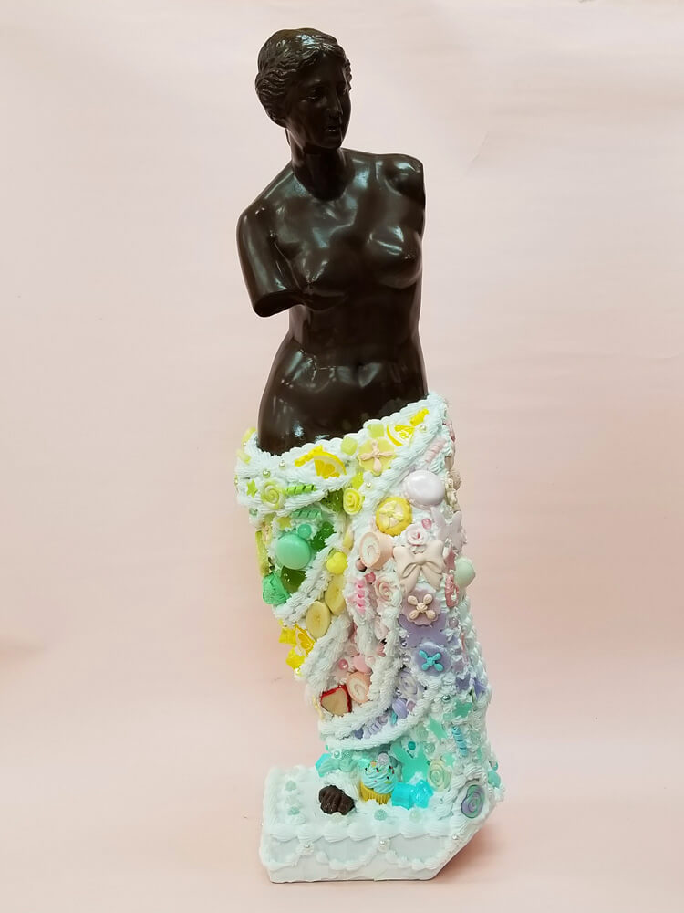 「ミロのヴィーナス」をモチーフにしたスイーツデコアート作品 by 現代美術作家・渡辺おさむ