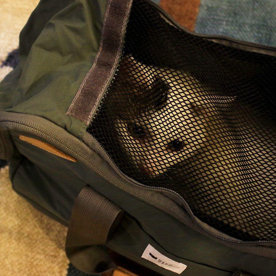 猫が呼吸しやすいように内側はメッシュ素材 by 「CAT 2WAY BOSTON BAG」