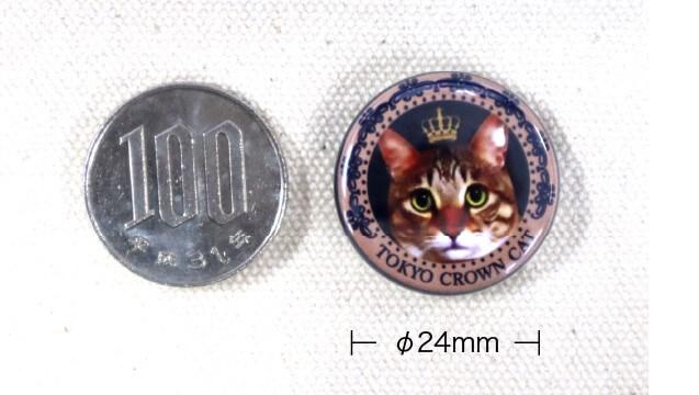 TOKYO CROWN CATのオリジナル猫トートバッグに付属する缶バッジ