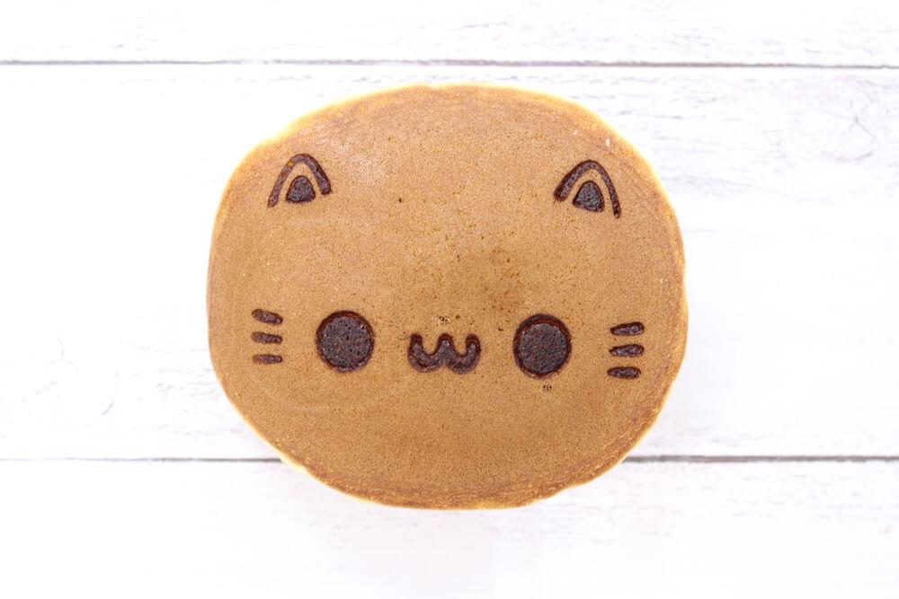 イクミママのどうぶつドーナツから発売される新商品「ねこどらやき」