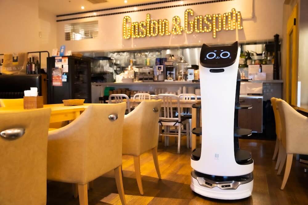 ネコ型配膳ロボット「BellaBot(ベラボット)」の飲食店導入イメージ