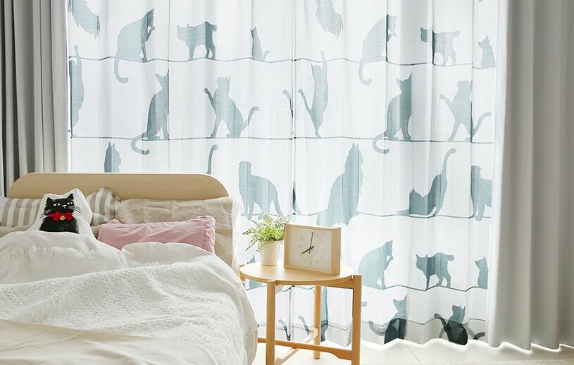 猫のシルエット柄レースカーテン「ミャウミャウ」設置イメージ