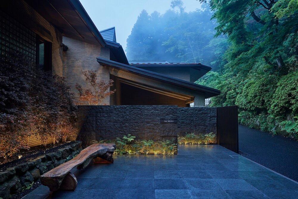 箱根の隠れ家ホテル「bar hotel 箱根香山(はこねかざん)」エントランスイメージ