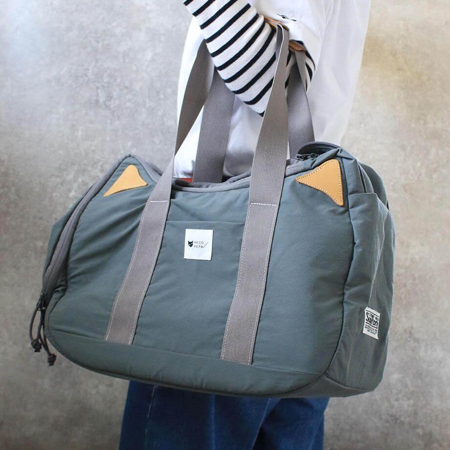 猫デザインのボストンバッグ「CAT 2WAY BOSTON BAG」使用イメージ