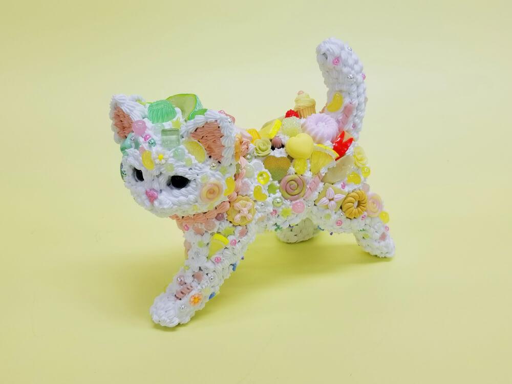 スイーツデコアートで作った「猫」モチーフの作品 by 現代美術作家・渡辺おさむ