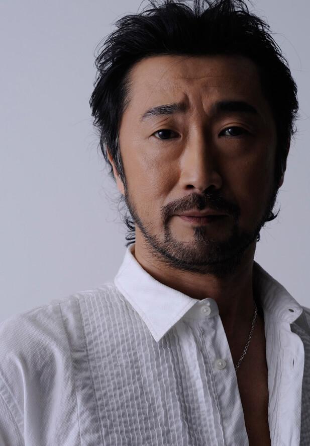 声優・大塚明夫さんの近影イメージ