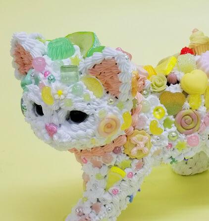 スイーツデコアートで作った「猫」モチーフの作品(拡大画像) by 現代美術作家・渡辺おさむ