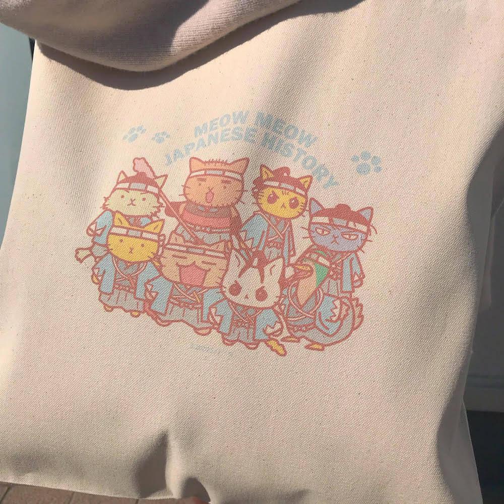 ねこねこ日本史の新選組キャラクターがデザインされたトートバッグのイラスト拡大イメージ