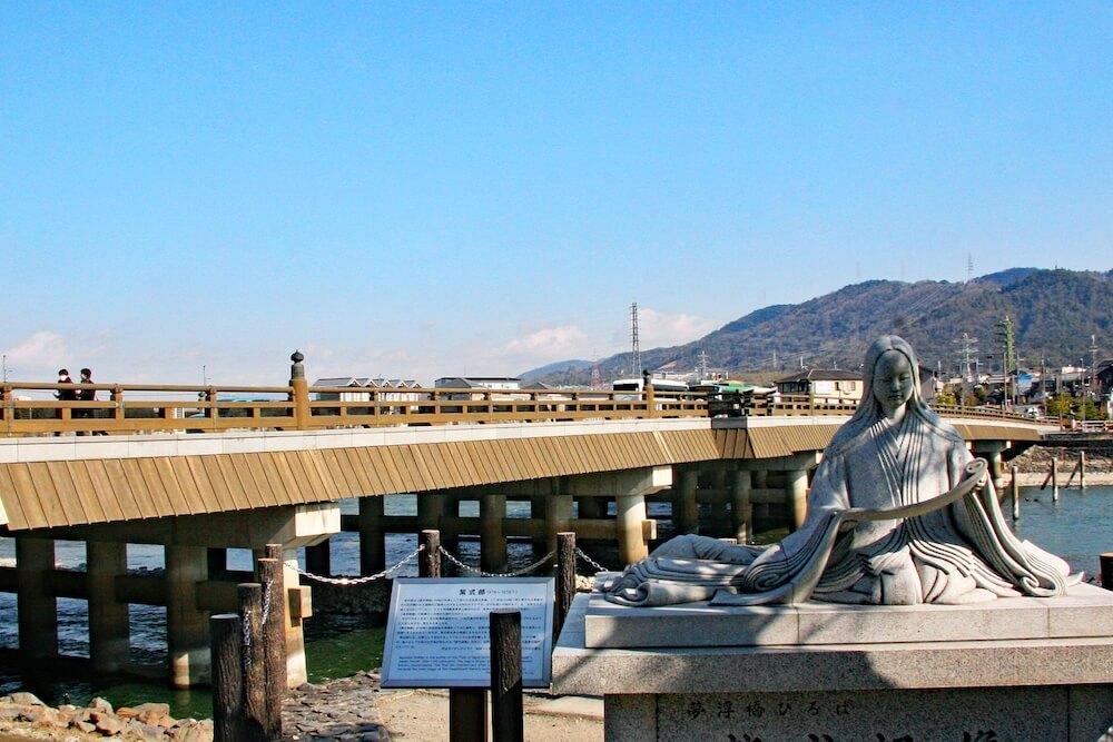 京都府宇治市にある宇治橋&紫式部像のイメージ写真